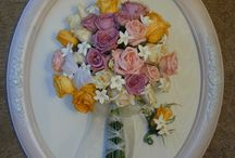 White frames, freeze dried flowers / Assorted ideas for your bouquet with a white display.