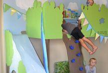 Cuartos de Juegos I Playrooms / Los cuartos de juegos más originales y divertidos para niños y no tan niños. Descubre las ideas de decoración más modernas que te ayudarán a crear una habitación de juegos única y especial. Toboganes, columpios, colchonetas, paredes para escalar, casitas, tipis,... Imaginación al poder!