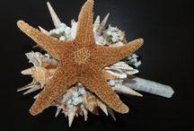 Buquê de noiva com conchas e búzios / modelo em dois tamanhos de buque de noiva feito com conchas, búzios, pérolas e estrela do mar