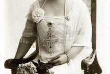 Queen Marie of Romania and Romanian Royal Family / Maria, regină a României născută Maria Alexandra Victoria de Saxa-Coburg și Gotha (n. 29 octombrie 1875, Eastwell Park, Kent, Anglia — d. 18 iulie 1938, castelul Pelișor-Sinaia, Regatul României), a fost mare prințesă a Marii Britanii și Irlandei și consoarta regelui Ferdinand.