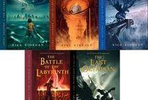 books i love / by Ariana Burton Seimas