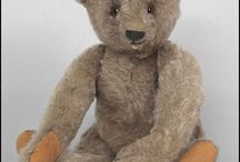 Photographs - Teddy bears / Photos of vintage teddy bears as well as newer versions of this precious child's friend