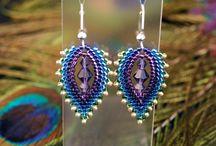peyote stitch / jewelry and beadwork made with peyote stitch (flat, even, odd, tubular, etc.)