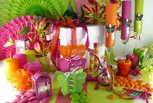 Décoration de table cocktail exotique / Pour un anniversaire ou un mariage fruité, voici une table festive aux allures de carnaval ! Des couleurs vives, des papillons, des rubans... la fête peut ENFIN commencer !