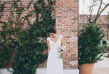 """Novias diferentes / La elección de los zapatos para la boda, la elección de los anillos de boda, elegir las flores y """"elegir un vestido de novia bonito y diferente"""" son cosas a tener en cuenta el día de la boda. """"Novias hippies"""", novias millennials, novias boho, novias chic, novias elegantes, """"novias naturales"""", novias sencillas... Un montón de opciones. ¿Con cuál te animas? Puedes ver mas en nuestra página DoblelenteBoda."""
