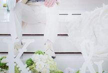 (受付演出)LOVEオブジェ、イニシャルオブジェの飾り方 / 結婚式の前撮りや、ウェルカムスペース、フォトブースに置いて記念撮影に使うオブジェのイメージを集めました。手作りできるので、いろんなアイデアを参考にしましょう!ウェディンググッズ通販・シェリーマリエの店長おすすめアイデアです。