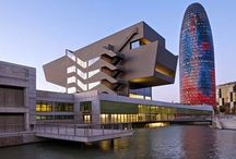 Museu del Disseny de Barcelona / El Museu del Disseny de Barcelona es va inagurar el desembre de 2014 integrant les col·leccions del Museu de les Arts Decoratives, el Museu de Ceràmica, el Museu Tèxtil i d'Indumentària i el Gabinet de les Arts Gràfiques. El museu es troba ubicat a l'edifici del Disseny Hub Barcelona, a la Plaça de les Glòries Catalanes, compartint la seu amb el Foment de les Arts i del Disseny (FAD) i el Barcelona Centre de Disseny (BCD).