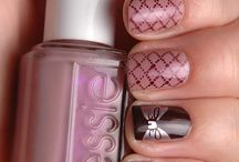 Nails! / by Courtney Curtis
