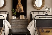 Black and Gold Interior / by Melissa Coyle