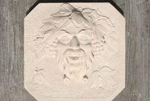 Têtes décoratives en pierre reconstituée / Têtes décoratives en pierre reconstituée.