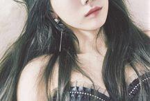 I Love Girl's Generation (SNSD) ⚠ / Girls' Generation (SNSD):  Active: 2007-//// Debut date: 05.08.2007  Members: Taeyeon - 09.03.1989 (28) Sunny - 15.05.1989 (28) Tiffany - 01.08.1989 (28) Hyoyeon - 22.09.1989 (28) Yuri - 05.12.1989 (28) Sooyoung - 10.02.1990 (27) Yoona - 30.05.1990 (27) Seohyun - 28.06.1991 (26)  Former members: Jessic - 18.04.1989 (28)