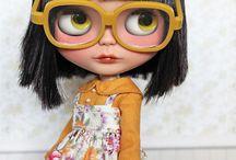 Bonecas com oculos...