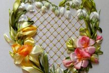 Portafedi con fiori a nastro