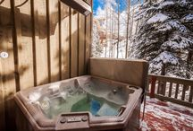 Cache Ski Villa / The Cache villa is set up perfectly for a couple's getaway or a lovely family ski vacation. As a skier, you have great mountain access with the ski run located right across the street. After a day on the slopes, you can choose to relax in the hot tub, read a book in the sunroom or enjoy the shops and restaurant/bars in Deer Valley's Silver Lake Village.