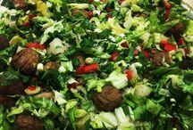 Misket köfteli salata