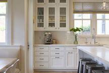 Farmhouse Kitchen Design / Kitchen Inspiration and organization.