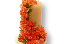 Świeca ręcznie robiona / Przedstawiam świecę ręcznie wytwarzaną, stworzoną z inspiracji motywami roślinnymi i kwiatowymi