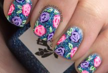 Vintage Roses and Floral Designs / classic vintageroses and floral pattern nail art