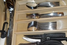 Kitchen drawer storage / Great tips on organizing and decluttering your kitchen drawers.