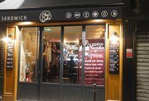 Les bars parisiens / Photos issues de nos apéros le jeudi à Paris où l'on fait découvrir des bars à notre communauté et où on fait des rencontres.