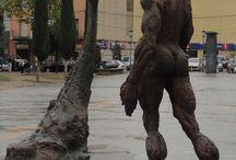 Sant Jordi i en drac / Sant Jordi i el drac, Plaça Catalunya, Figueres, escultura de Mercè Riba Saint George and The dragon, Catalunya Square, sculpture by Mercè Riba