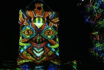 Fényfestés - Tornyok / A Night Projection fényfestés során jellemzően valamely felületre történik a vetítés. Ha a környezet lehetővé teszi, kitűnő hátteret jelentenek a környezetből kiemelkedő tornyok.  #nightprojection #fényfestés #raypainting #torony #tornyok #tower #towers