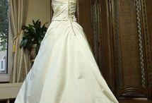 ウェディングドレスのバックスタイルデザイン
