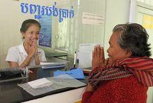 Hattha Kaksekar Ltd. (HKL) / Hattha Kaksekar Ltd. (HKL) est une institution de microfinance cambodgienne qui propose des services financiers et notamment des prêts à ceux qui ont besoin de ressources financières pour développer leur entreprise et en particulier aux femmes et aux familles ayant de faibles revenus dans les zones rurales. Les services de crédit de HKL s'adaptent aux besoins des clients. ©Philippe LISSAC
