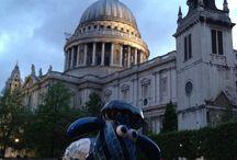 Shaun in the City / Zbiór zdjęć rzeźb Baranka Shauna w różnych częściach Londynu.