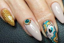 Alina Hoyo Amazing Nails