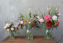 Mis Flores en Casa / Mis flores en casa es un servicio que ofrecemos en Bourguignon para todos aquellos que disfrutan de la belleza de las flores en casa. Cada dos semanas ofrecemos un nuevo ramo con flores de temporada cuidadosamente seleccionadas y combinadas por Bourguignon. Disponible en https://www.bourguignonfloristas.es/mis-flores-en-casa