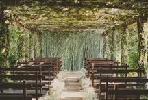 Outdoor Wedding Flowers / How to style your outdoor weddings with flowers