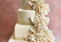 wEDDING cake / by Lindsay Graves