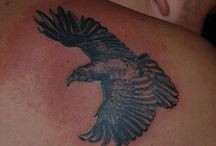 Crow And Raven Tattoos / http://fabulousdesign.net/crow-raven-tattoos-meanings/