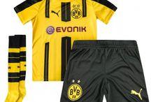 Billige BVB Borussia Dortmund trøje Børn / Billige BVB Borussia Dortmund trøje Børn på online butik. BVB Borussia Dortmund hjemmebanetrøje/udebanetrøje/målmandstrøje/trøje langærmet tilbud  med eget navn.