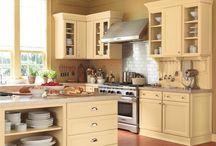 Yellow Kitchens / Designer kitchens with yellow decor themes!