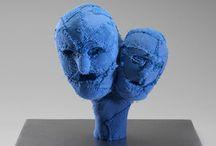 Louise Bourgeois / Têtes bleues et les femmes rouges.