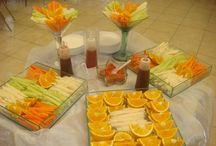 Mesa de fruta y dulces