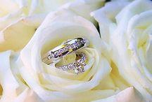 TROUWRINGEN / Verlovingsringen, relatieringen en prachtige sieraden voor de bruid. Goudsmederij en juwelier John van Oosterhout is onbetwist uw trouwringspecialist.