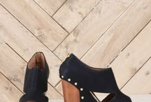 Shoes & jewelry / by Casie Kinney