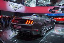 """Ford Mustang 2015 / La nuova Ford Mustang sarà disponibile nella versione """"fastback"""" (coupé) e convertible, con capote isolante multistrato. Sotto al cofano è possibile scegliere un motore EcoBoost 4 cilindri con 434 Nm di coppia oppure il possente V8 5.0 da 418 cavalli e 524 Nm di coppia. Per saperne di più: http://www.cavauto.com/news/salone-di-parigi-2014-ford-presenta-la-nuova-mustang/"""