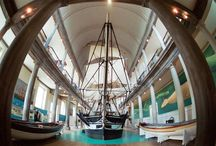 New Bedford: The City That Lit the World / New Bedford, once the whaling capital of the world, is one of Massachusetts' largest cities, boasting first-class history museums, art performances, restaurants, shopping and much more. Take a look around and learn a little more about it!