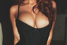 Nice cleavage. ..
