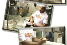 """Pizza di Napoli / Vuoi intraprendere il mestiere di pizzaiolo? Sei gia' abbastanza bravo come pizzaiolo ma non hai un attestato che lo conferma?  Da oggi pizzadinapoli.it offre, a tutti coloro che acquistano il video corso di pizza Napoletana, un """"attestato di qualifica pizzaiolo"""" che consente di ampliare notevolmente le opportunità di lavoro in questo settore."""