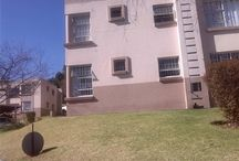 2 bedroom townhouse in Rembrandt Park / This lovely garden unit, tucked away at back of complex, offers communal gardens with covered carport and boasts a 2 bedroom 2 bathroom 74 sqm unit, which is close to the highway, Greenstone Mall and Edenvale hospital.It is also on the taxi route, within walking distance to local shops, garages and school. Pool and clubhouse, in the complex with extra guest parking,a must see.