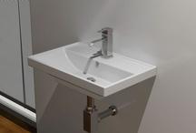 Washbasin Soft / Νιπτήρας μπάνιου απο πορσελάνη με διάσταση 60x42cm. Ο νιπτήρας μπορεί να χρησιμοποιηθεί είτε σαν Επίτοιχος είτε σαν Επικαθήμενος επάνω σε Πάγκο η Επιπλο. Το καθαρό βάθος της γούρνας είναι 11cm.