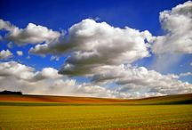 Examples of Cloud Photography / Clouds are beautiful just like our imaginations and thoughts. A photographer needs to wait with great patience to get into the ideal photograph. There are many kinds of cloud photography available for inspirations, shared in this post beautiful examples of such cloud photographs.