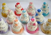 Mini wedding cake. Matrimoni e altri eventi / Minicake e confetti decorati! www.leminicakedialeta.wordpress.com info: leminicakedialeta@gmail.com