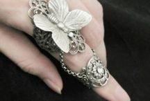 Rings & dedos / by Sara Montiel