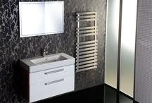 Koupelnový nábytek / Bathroom furniture / Koupelnový nábytek SAPHO navrhujeme tak, aby bez problému odolával rozdílům teplot, vlhkosti a vzdušným parám. Zároveň musí splňovat i funkční nároky - poskytovat dostatek úložného prostoru a maximální pohodlí při každodenním používání.